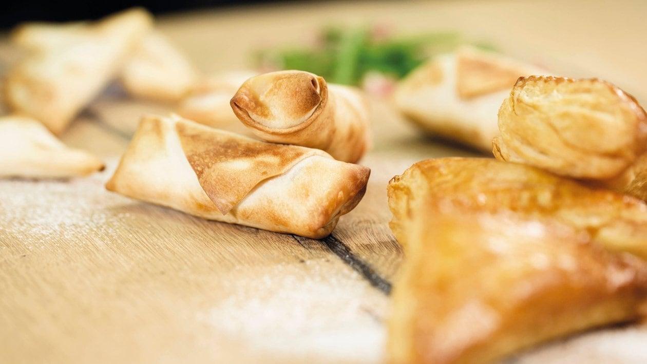 Fingerfood / Teigtäschchen, gefüllt mit Selchfleisch, Fisolen und Kartoffelpüree
