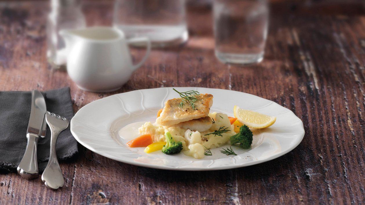 Sautiertes Zanderfilet mit Zitronen-Sauce, Kartoffel-Karfiol-Püree und Gemüse