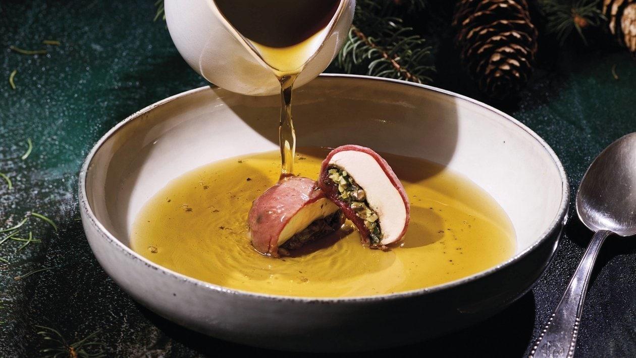 Wild Consommé mit Champignon Hirschravioli