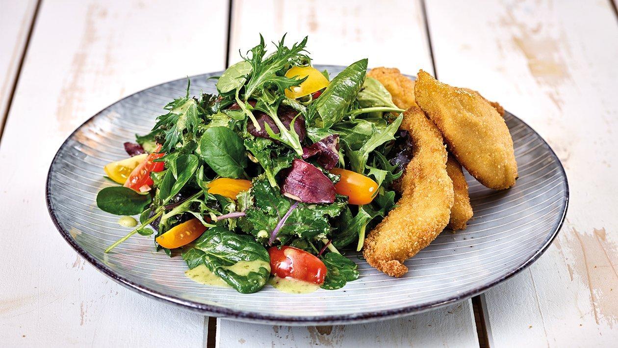Salat mit Backhendl