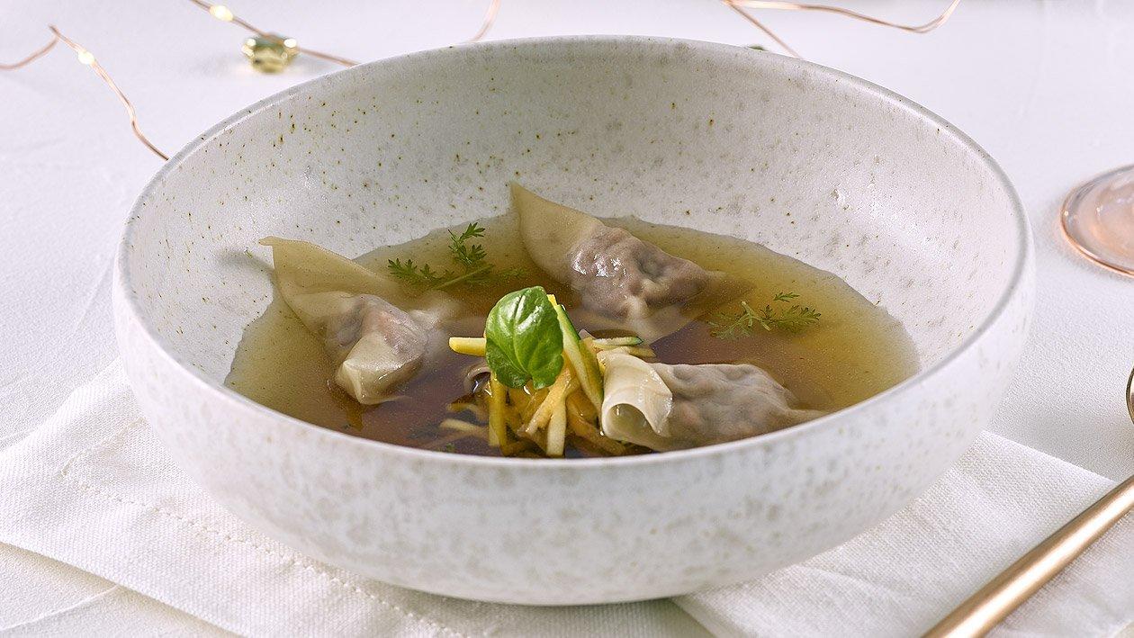 Wild Consomme mit gefüllten Wan Tan