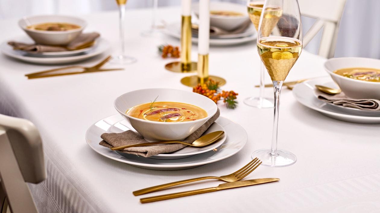 Hokkaido – Mispel Suppe mit mariniertem Rehherz