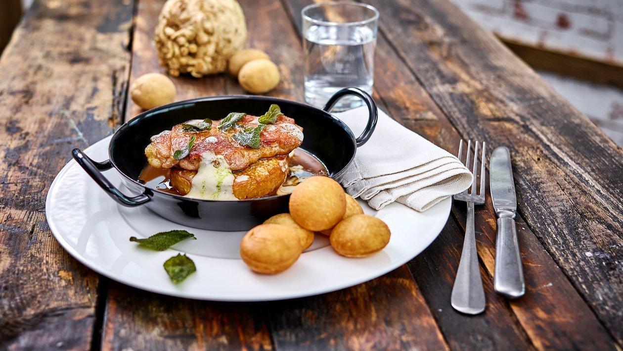 Duroc Schwein mit Kartoffel Krapfen und geschmorten Sellerie