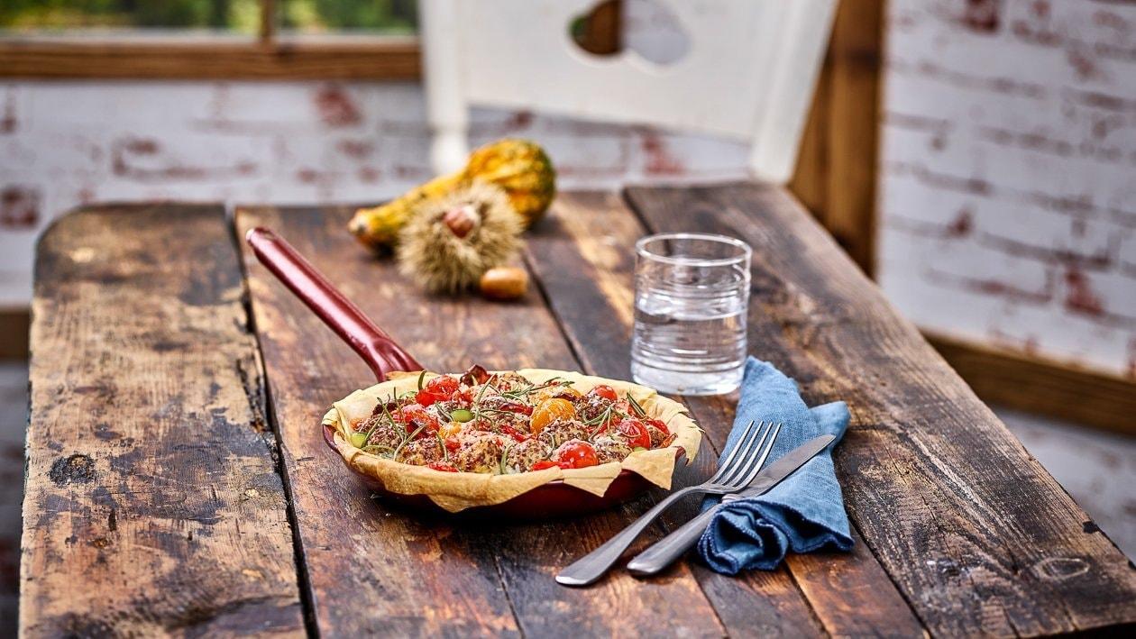 Hühnerfleisch Quinoa Bällchen im Strudelteig – Käse Pie mit Tomaten