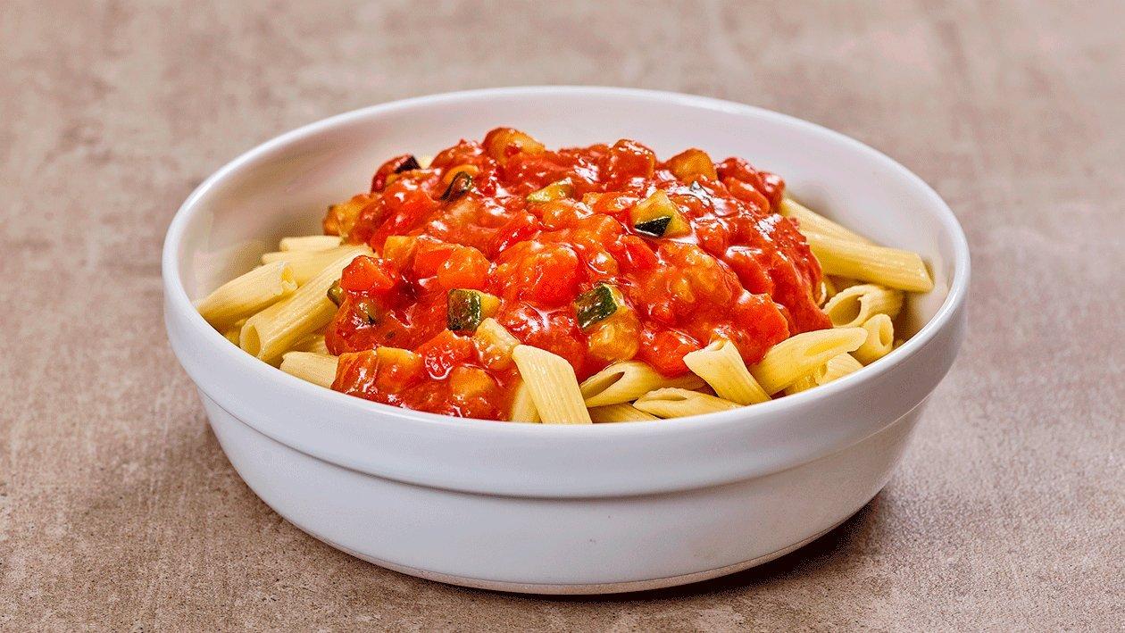 Tomaten-Gemüse Ragout mit Penne