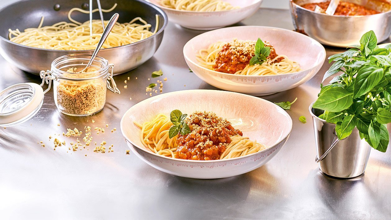 """Spaghetti Bolognese mit Cashew """"Parmesan"""""""