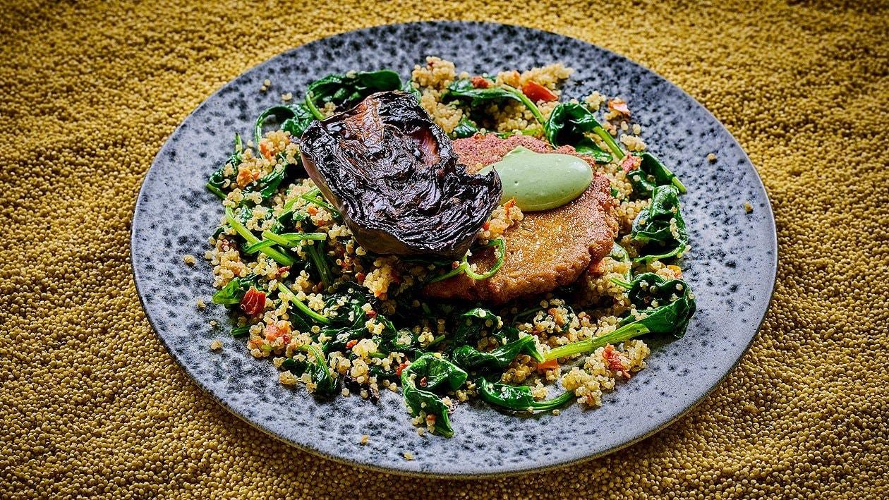 Geschmorter Rotkraut am Stück gegart , Spinat Quinoa Salat