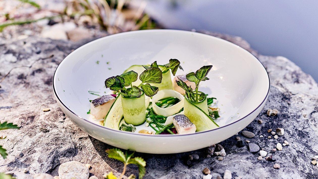 Ceviche vom Wolfsbarsch mit Salat von Algen und Quinoa in Sesam - Sojaemulsion